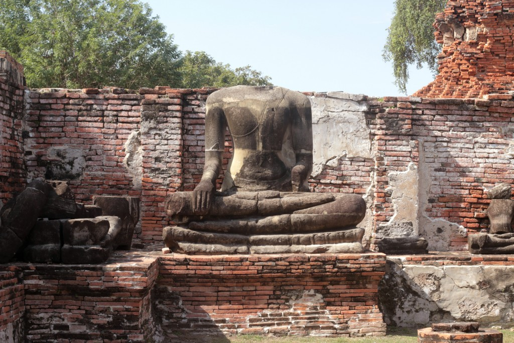 Headless Buddha at Wat Phra Maha That